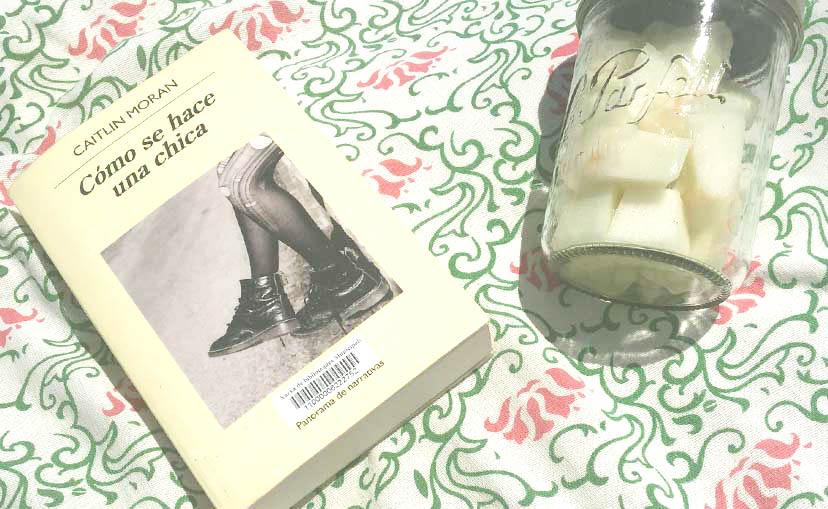 libros en mi mesita de noche
