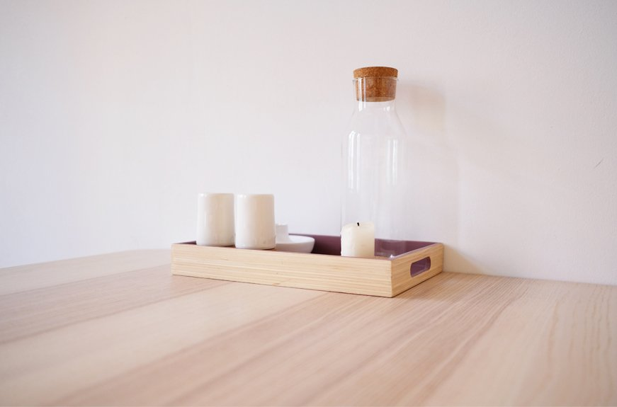 velas y botella agua de cristal