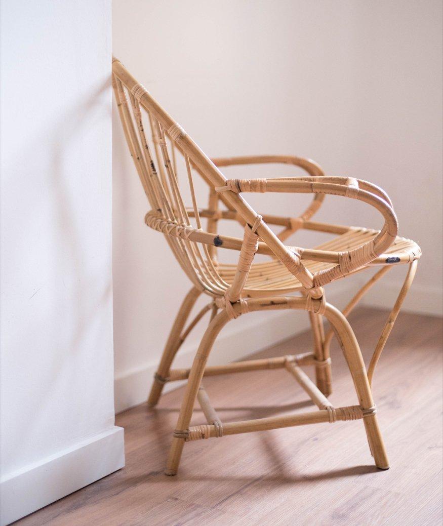 silla en espacio vacío