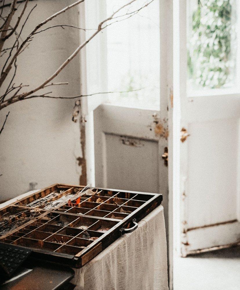 puerta blanca casa taller